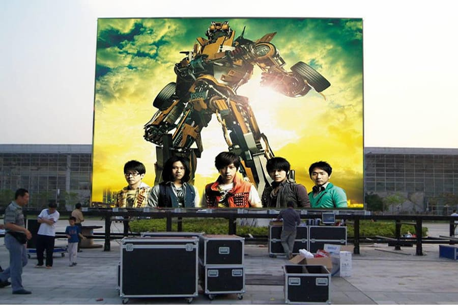 What components can change the cost of hd tv big outdoor led screen?